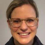 werk-fit kristina: handgemachte brillen-veredelung mit appliziertem holzfurnier.