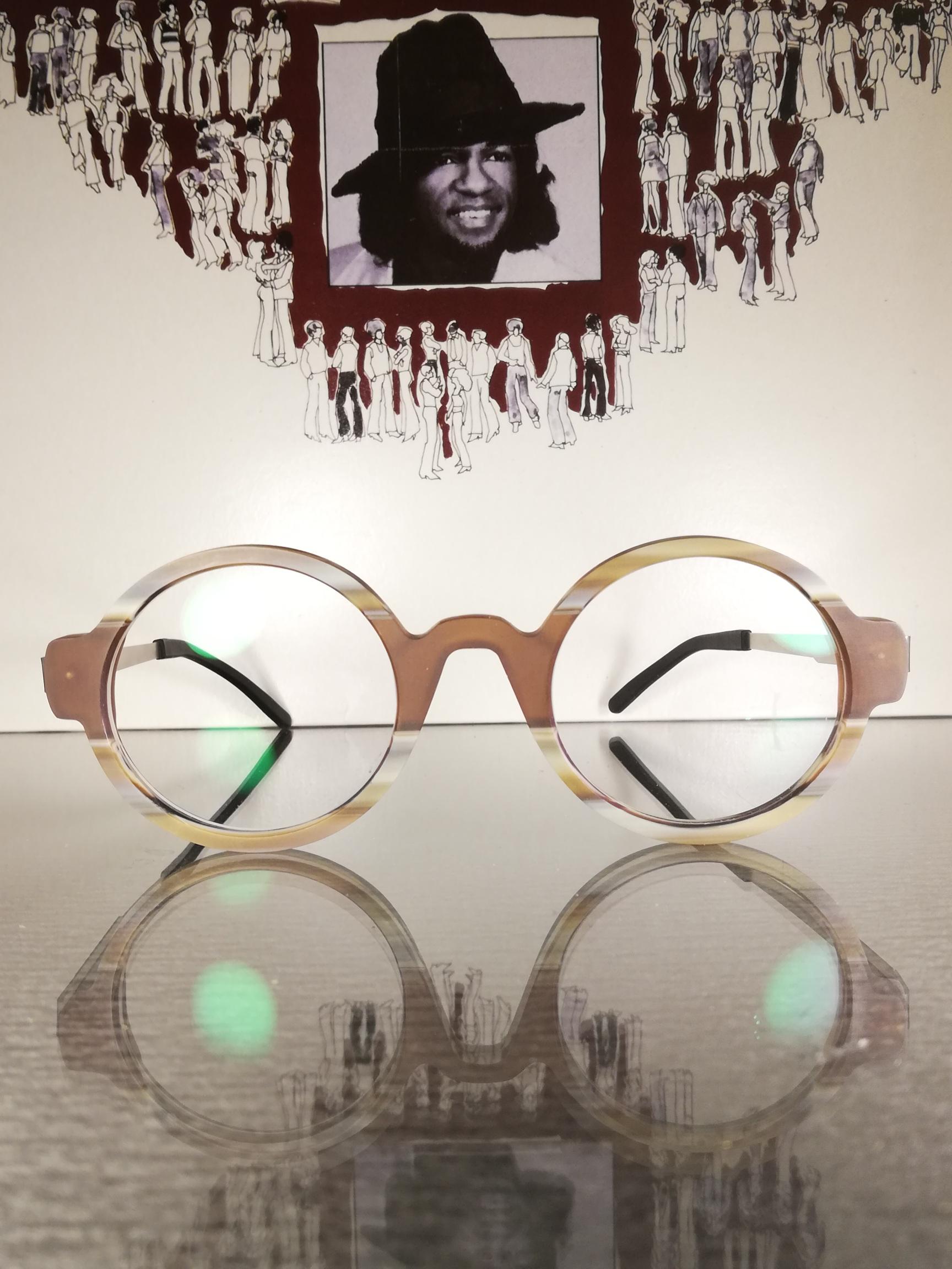unikat brille aus kombiniertem acetat an edelstahlbügel. exclusiv in reiner handarbeit.