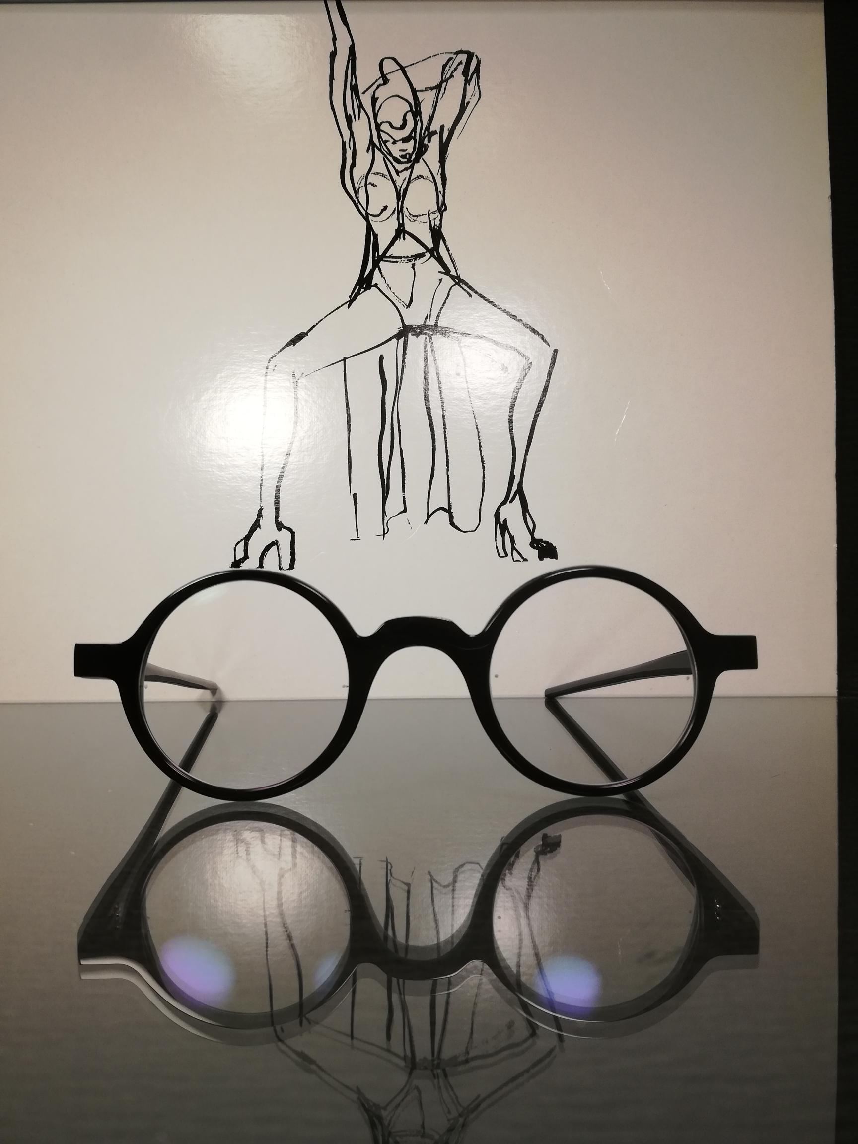 werk-erich: handgefertigte und individuell designte hornbrille nach maß, als kundenauftrag.
